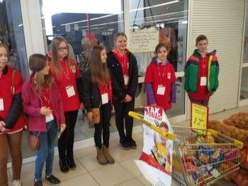 """Świąteczna zbiórka żywności w ramach akcji """"Tak pomagam""""."""
